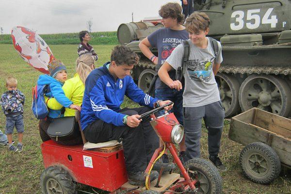 Elektrokroužek na traktoriádě v Bozkově